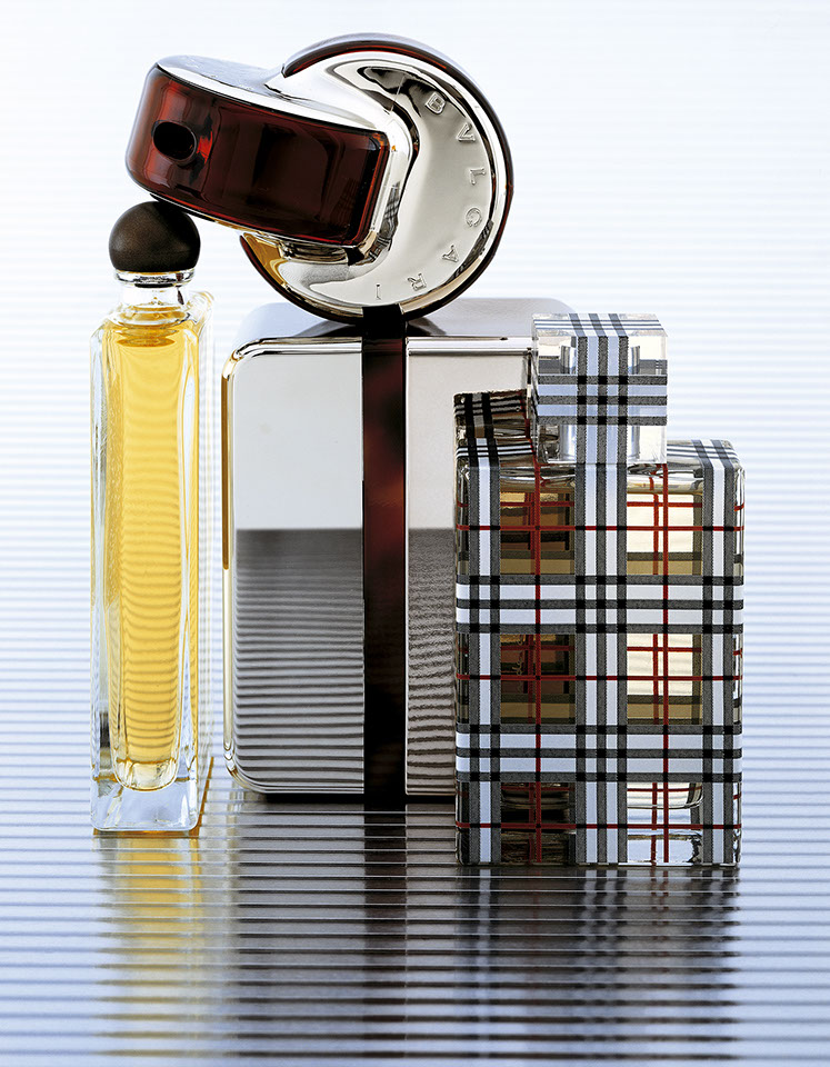 photographie d'une composition de parfums